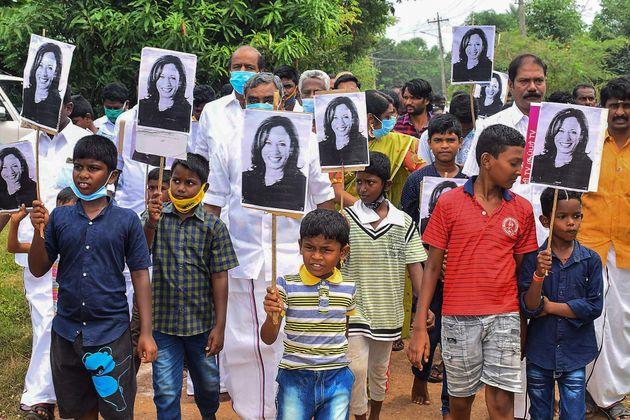 Ινδία: Στο χωριό της Καμάλα Χάρις πανηγύρισαν τη νίκη