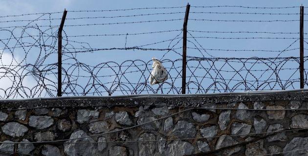 Εντοπίστηκαν τουλάχιστον 65 κρούσματα κορονοϊού στις φυλακές των