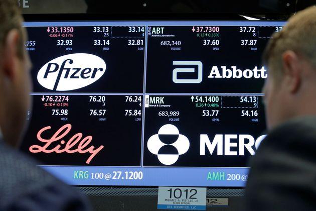 Pfizer en uno de los paneles de la Bolsa de Nueva York