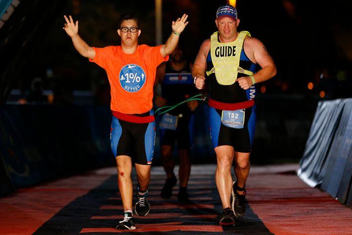 Chris Nikic a complété le Ironman en16 heures 46 minutes et 9 secondes.
