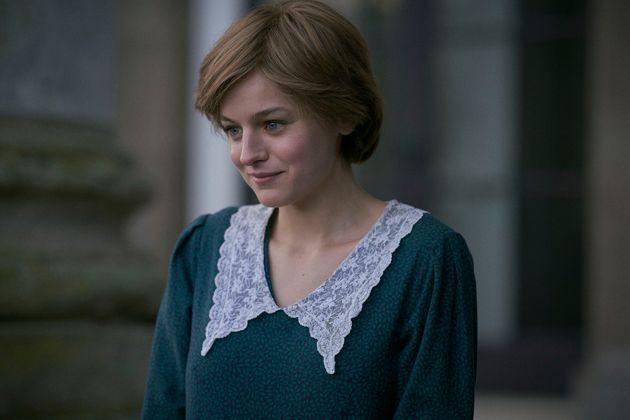 Emma Corin dans le rôle de la princesse Diana, dans la saison 4 de The