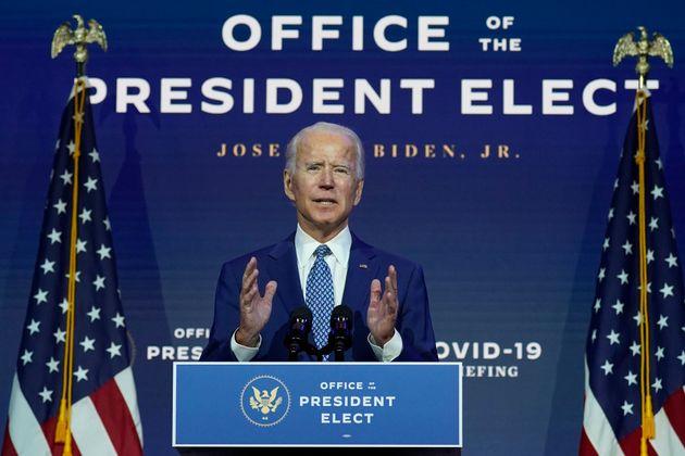 조 바이든 미국 대통령 당선인이 코로나19 자문위원회 첫 번째 회의를 마치고 브리핑을 하고 있다. 윌밍턴, 델라웨어주. 2020년