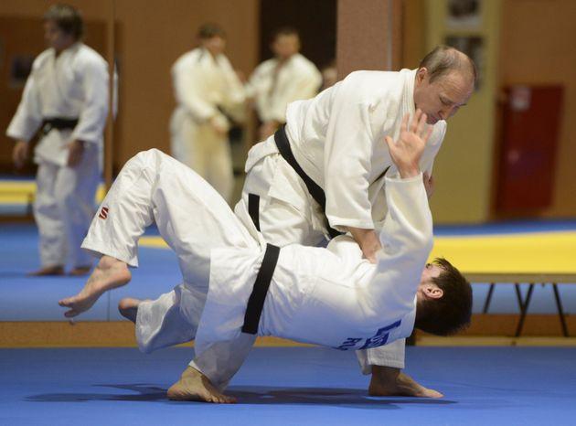Πώς οι «κινήσεις τζούντο» του Πούτιν στο Ναγκόρνο Καραμπάχ εγκλώβισαν ξανά την