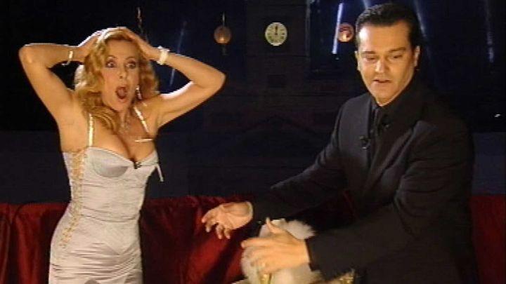 Ana Obregón y Ramón García dan la bienvenida al 2005.