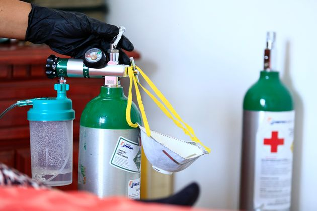 Une bouteille d'oxygène au domicile d'une patiente, à Leon au Mexique, le 24 juillet 2020...