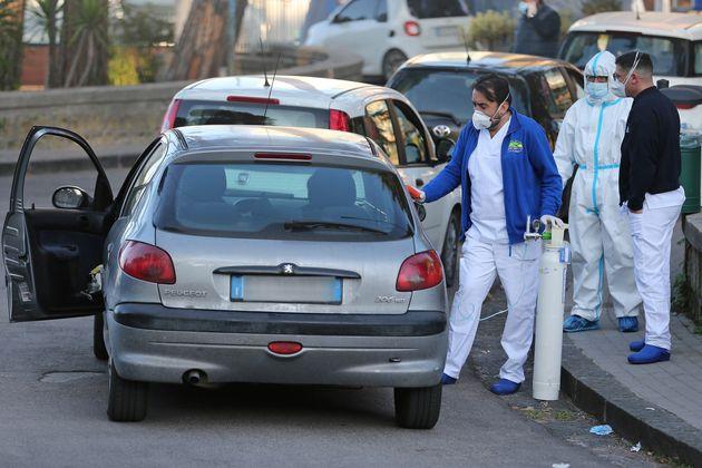 Ιταλία: Νοσοκομείο γέμισε με ασθενείς κορονοϊού και τους παρέχει οξυγόνο στον