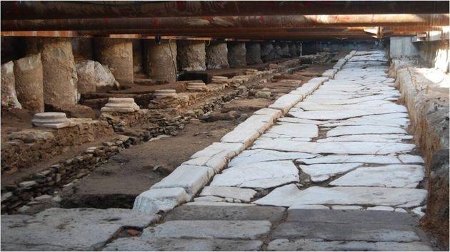 Decumanus Maximus στον σταθμό της Αγίας