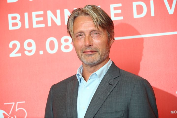 "Mads Mikkelsen is in early talks to replace Johnny Depp in the ""Fantastic Beasts"" franchise."
