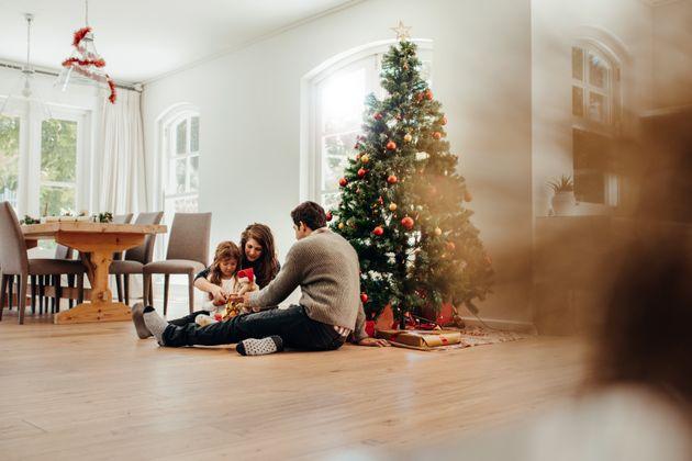 Castex espère un déconfinement pour Noël mais exclut les grandes fêtes de fin...