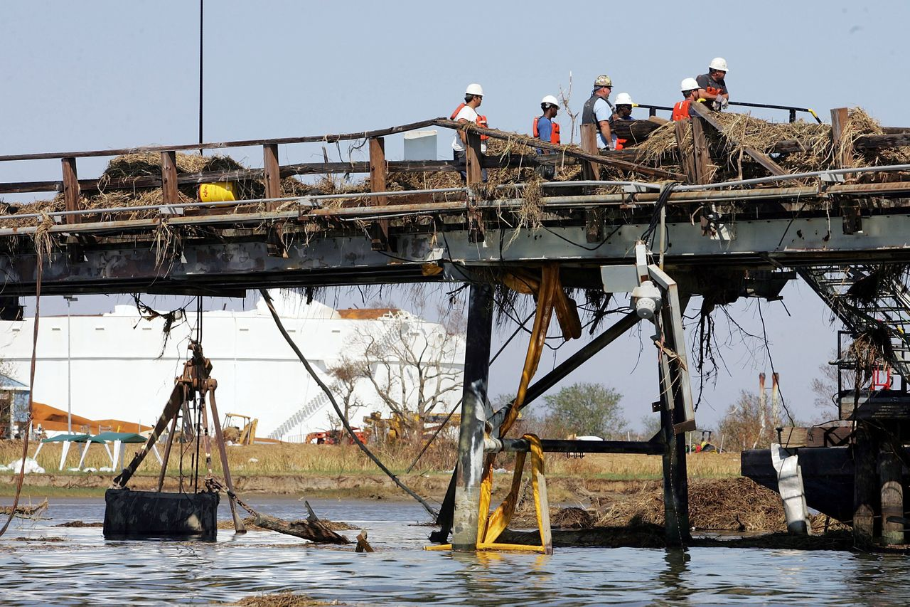 Workers repair a pipeline from a Chevron Texaco facility on Sept. 11, 2005, after it was damaged by Hurricane Katrina. Credit: Joe Raedle/Getty Images