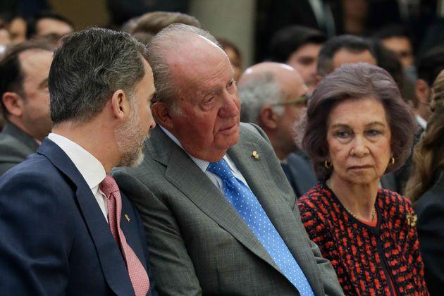Imagen de archivo de Felipe VI, Juan Carlos y la reina