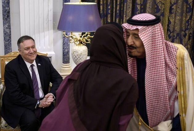 Après les élections, le secrétaire d'État américain, Mike Pompeo (à gauche), s'est rendu à l'étranger...