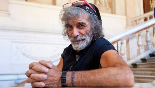 Mauro Corona, il buon selvaggio perso nel salotto buono (RITRATTO di S.