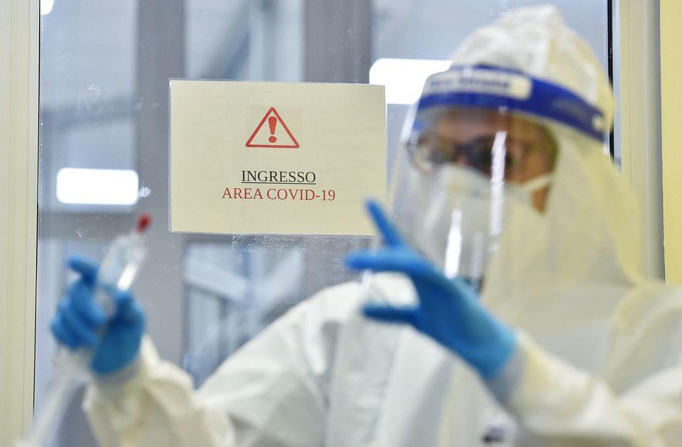Reparti di terapia intensiva dell'ospedale Martini di Torino, 10 novembre 2020 ANSA/ALESSANDRO DI