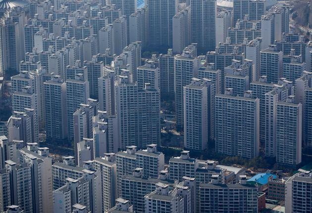 문재인 정부가 이번주 공공임대주택 확대 방안을 담은 전세대책 발표를 추진