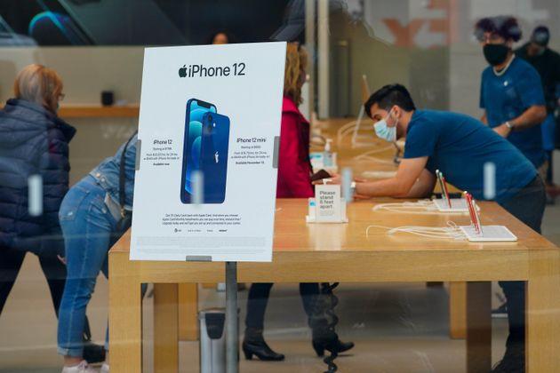 국내 통신업계가 '아이폰12 특수'를 맞은 가운데, 삼성전자 '갤럭시 S21' 조기 출시 가능성이 커지고