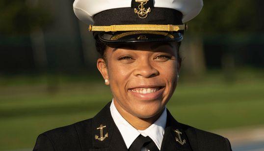 美해군사관학교 역사상 처음으로 흑인여성이 학생 리더가