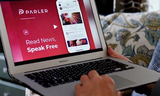 Le réseau social Parler fait partie des réseaux sociaux