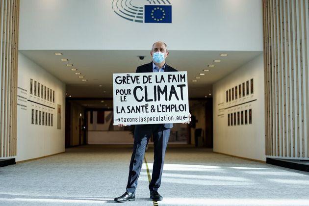 Pierre Larrouturou (ici le 28 octobre) arrête sa grève de la faim après 18 jours...