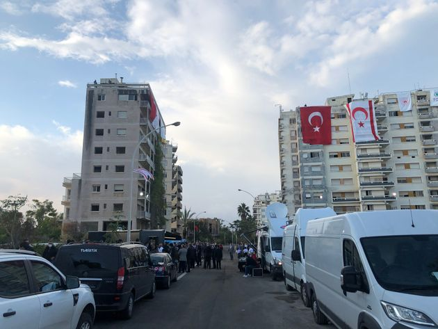Οδοιπορικό της HuffPost στα Βαρώσια: Εικόνες από το σόου Ερντογάν στα