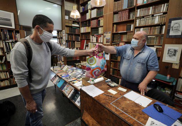 Des écrivains veulent payer les amendes de libraires qui rompraient le confinement (Photo d'illustration:...