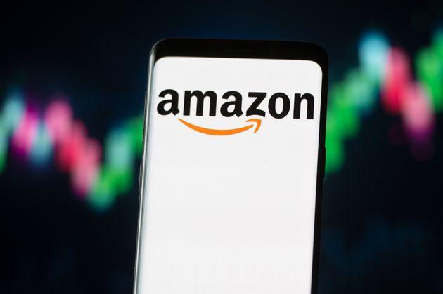 Le logo d'Amazon sur un smartphone (Photo Illustration by Mateusz Slodkowski/SOPA Images/LightRocket...