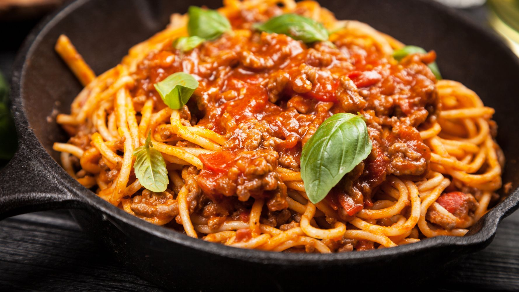 Here's How You Actually Make Spaghetti Bolognese Like An Italian