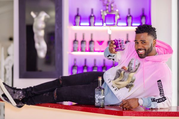 "Singer-actor Jason DeRulo is hoping to rock the liquor world with <a href=""https://bedlamvodka.com/jasonderulo/"" target=""_bla"
