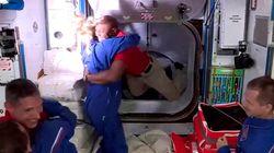 Los cuatro astronautas que viajaban en la nave espacial SpaceX llegan a la estación