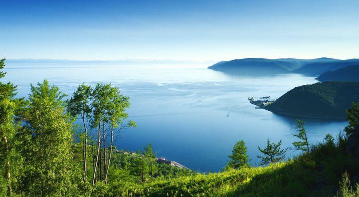 바이칼 호는 길이 636㎞, 너비 79㎞, 면적 3만㎢인 오랜 호수로 최고 수심은 1642m, 평균 수심 744m로 세계에서 담수 보유량이 가장 많은 호수다.