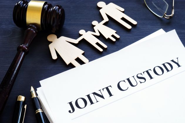 Joint custody. Documents, figure of family and