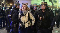 Des journalistes couvrant la manifestation contre la loi