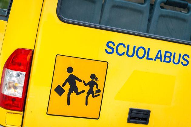 Collegno, esclusa dallo scuolabus: colletta taxi per bimba