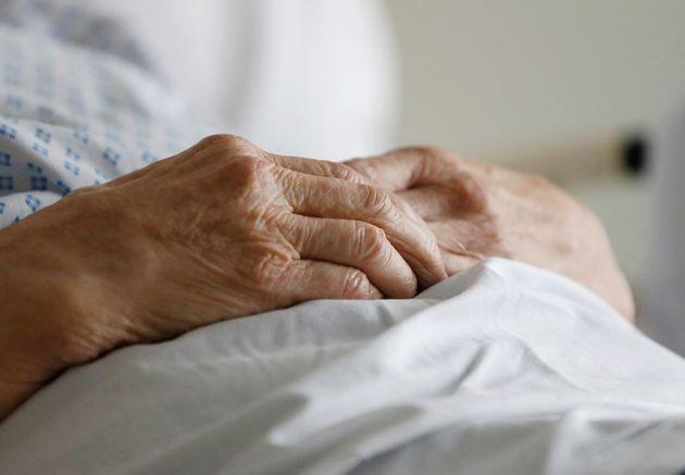 Dans un Ehpad de l'Isère, un tiers des résidents sont décédés à...