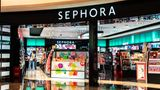 SHENZHEN, GUANGDONG, CHINA - 2020/10/05: A French multinational chain of personal care and beauty stores Sephora outlet and logo seen in Shenzhen. (Photo by Alex Tai/SOPA Images/LightRocket via Getty Images)