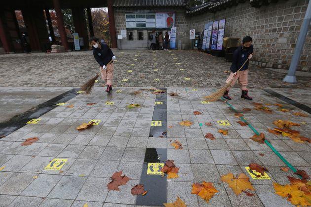 Σε «μέγιστο συναγερμό» η Ιαπωνία, πάνω από 250.000 νεκροί από κορονοϊό στις