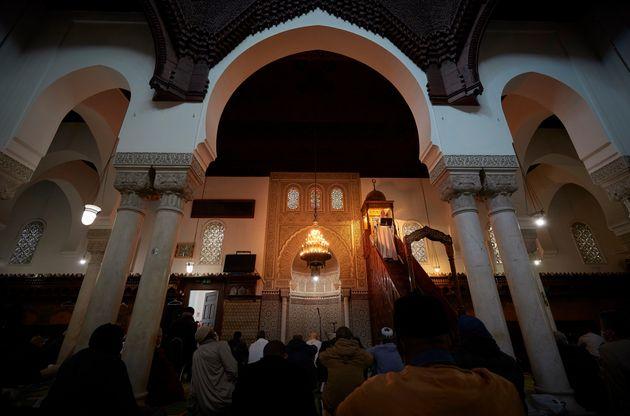 Macron obtient du CFCM la création d'un conseil des imams (Photo d'illustration: Prière...