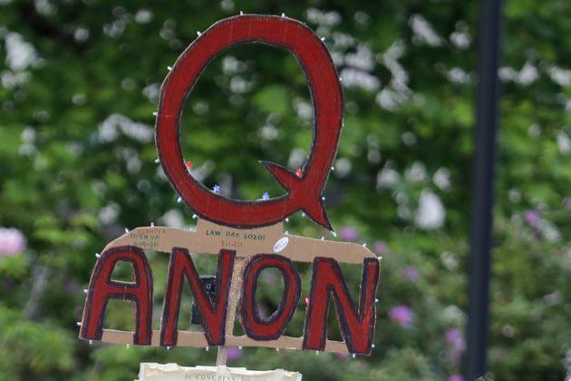 Το κίνηµα QAnon επεκτείνεται και στην