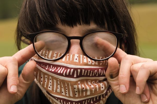 Les porteurs de lunettes rencontrent souvent le même souci lorsqu'ils ont un masque. (Photographie...