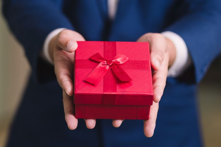 Although some employers are getting creative with elaborate holiday gifts during COVID-19, cash is still the best thing an employer can give.