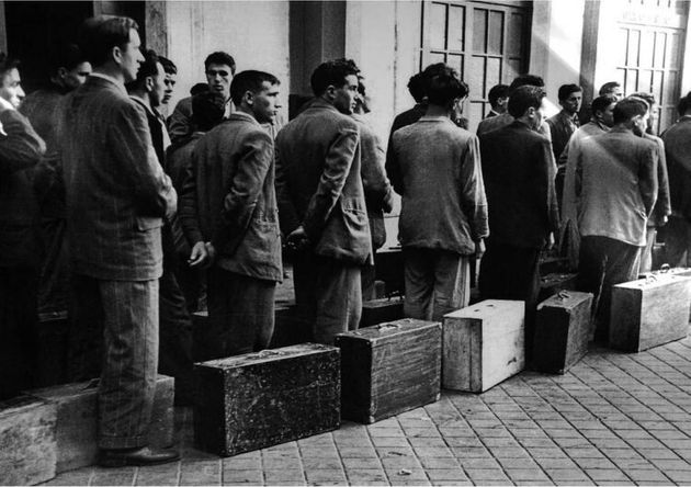 Inmigrantes extremeños se disponen a abandonar España con destino al