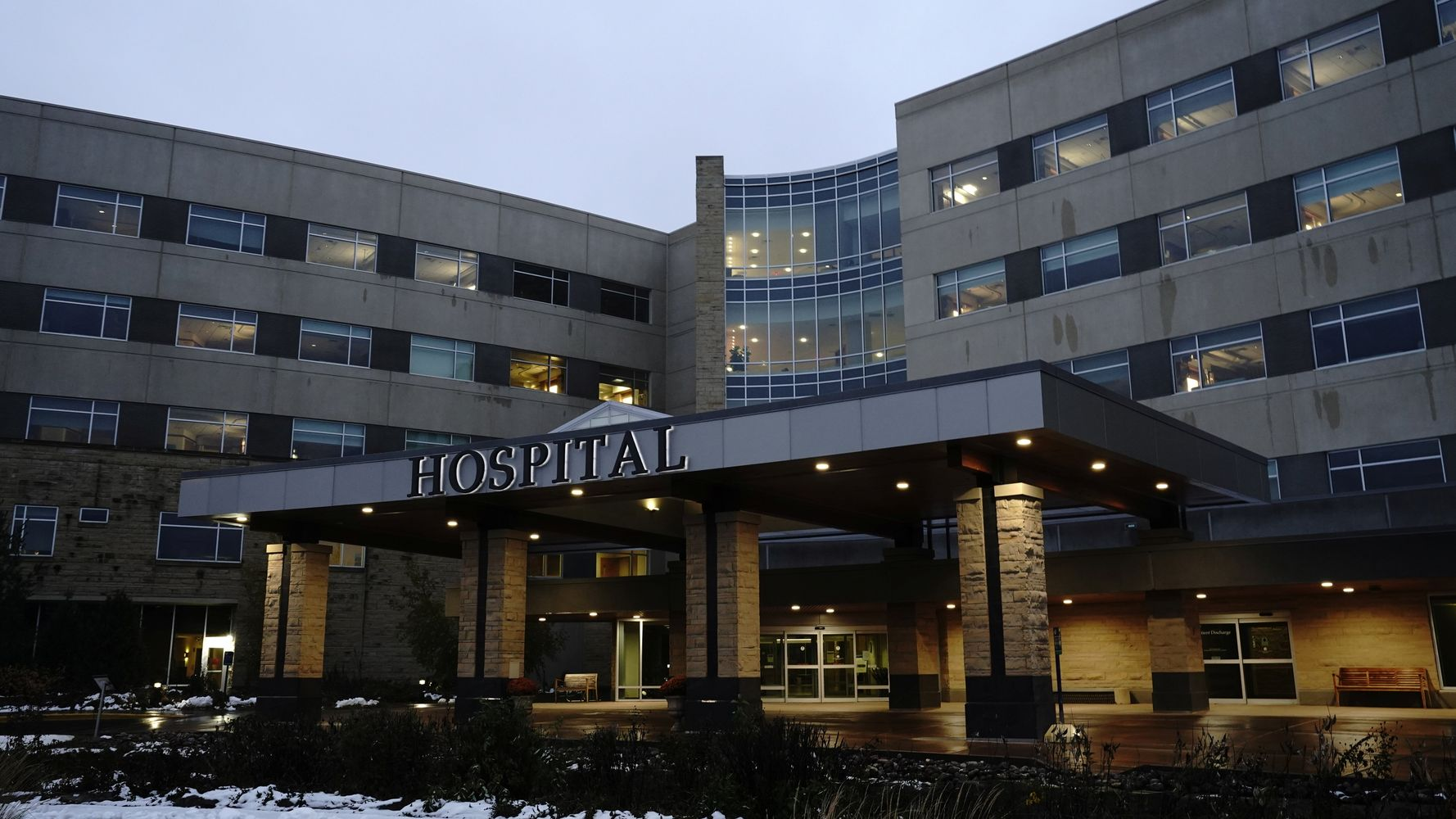 Over 900 Midwest Mayo Clinic Staff Diagnosed With Coronavirus In Last 2 Weeks