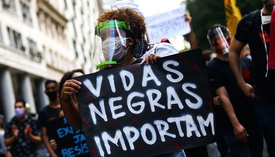 Como a pandemia aprofundou a desigualdade racial no
