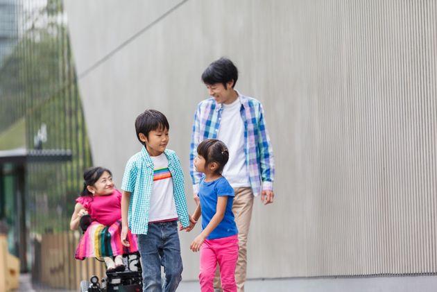 夫と息子と娘と。(撮影:佐藤健介)