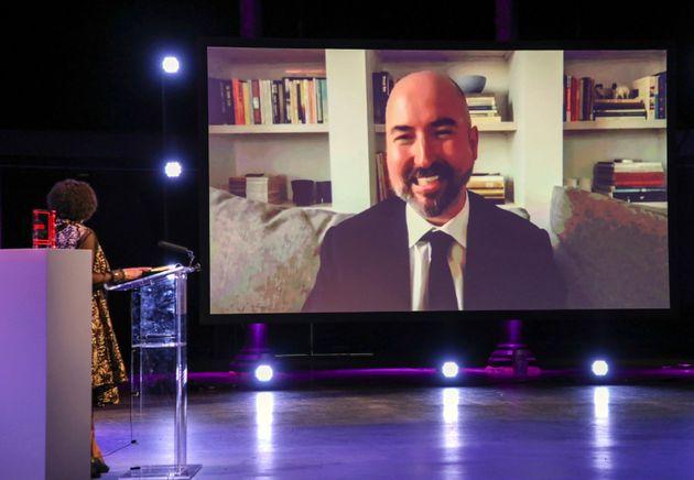 Στον Σκωτσέτζο συγγραφέα Ντάγκλας Στιούαρτ το Βραβείο