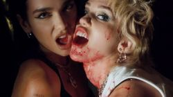 Miley Cyrus et Dua Lipa ont soif de sang dans leur clip