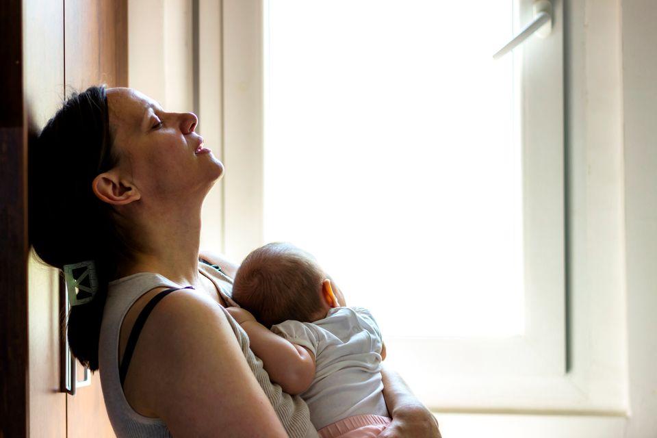여성은 애를 낳아도, 안 낳아도 이기적이란 소릴 듣는다 : 사유리의 정자 제공 출산이 보여주는 모순적
