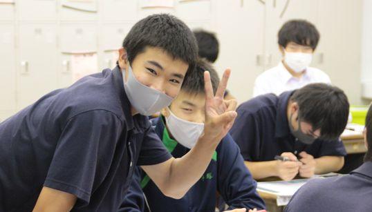 EXIT兼近さんの言葉に背中押され…。男子高校生130人が「世界平和」について考えてみたら