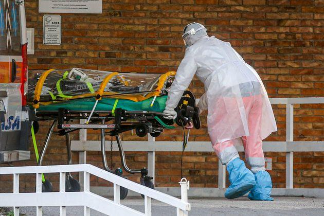 Foto dall'ospedale Cotugno di Napoli durante l'emergenza