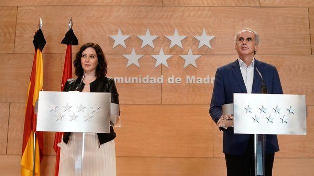 La presidenta regional, Isabel Díaz Ayuso, y el consejero de Sanidad, Enrique